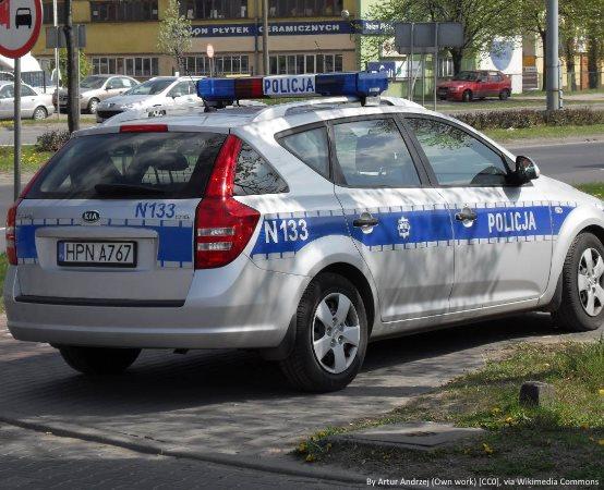 Policja Zgierz: KASKADA -Zamiast ostrzegać światłami przed Policją - zdejmij nogę z gazu!
